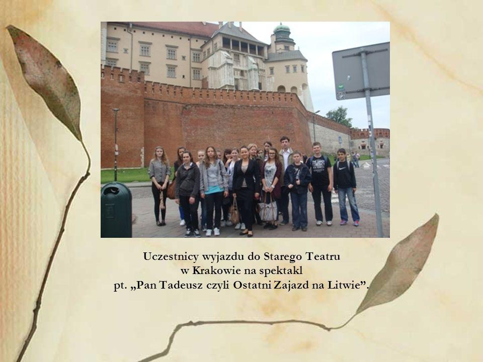 Uczestnicy wyjazdu do Starego Teatru w Krakowie na spektakl pt. Pan Tadeusz czyli Ostatni Zajazd na Litwie.