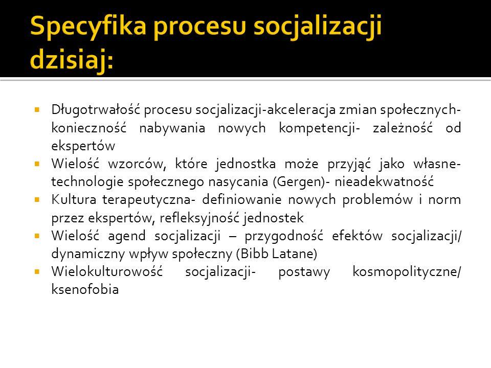 Długotrwałość procesu socjalizacji-akceleracja zmian społecznych- konieczność nabywania nowych kompetencji- zależność od ekspertów Wielość wzorców, kt