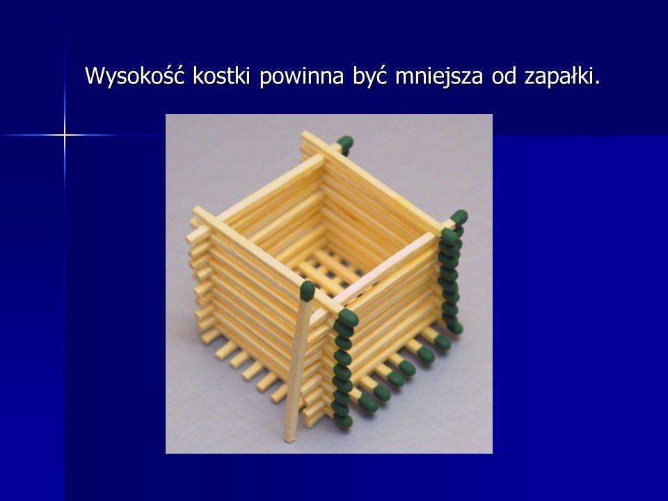 Krok 3 Kolejny etap to układanie zapałek równolegle na przemian parami po obu stronach. W ten sposób budujemy coś w rodzaju studni.