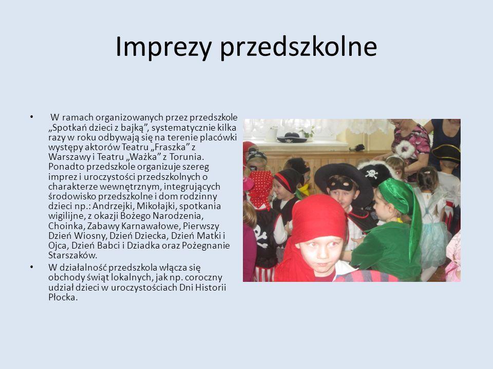 Imprezy przedszkolne W ramach organizowanych przez przedszkole Spotkań dzieci z bajką, systematycznie kilka razy w roku odbywają się na terenie placów