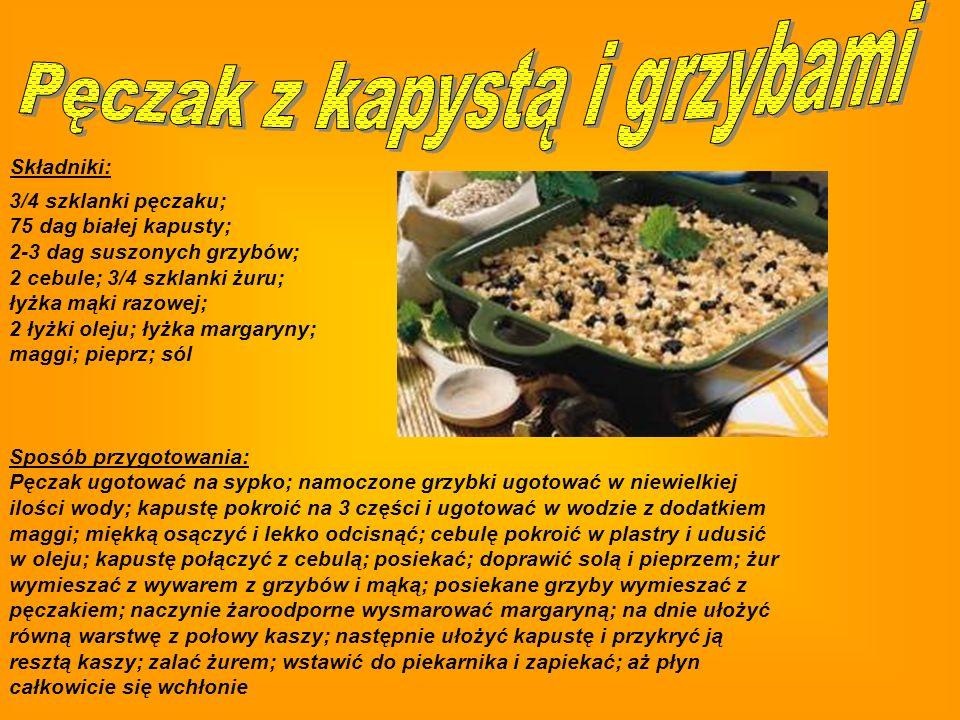 Składniki: 30 dag pieczarek; 60 dag niedużych ziemniaków; 2 cebule; 2 większe kwaszone ogórki; 3-4 łyżki oleju; 3/4 szklanki majonezu; 2 łyżki posiekanego szczypiorku; sól; pieprz Sposób przygotowania: Ziemniaki ugotować w mundurkach i odstawić do wystygnięcia; pieczarki umyć, pokroić w plasterki, smażyć na rozgrzanym oleju tak, aby nie puściły soku; wrzucić do miski i posolić; drobno pokrojoną cebulę zeszklić, dodać do pieczarek; ogórki i obrane ziemniaki pokroić w kostkę, połączyć z pieczarkami; dodać majonez i pieprz do smaku; wymieszać; posypać szczypiorkiem.