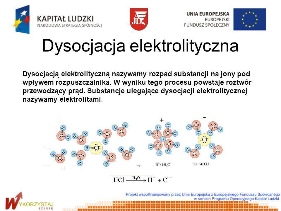 Dysocjacja elektrolityczna Dysocjacją elektrolityczną nazywamy rozpad substancji na jony pod wpływem rozpuszczalnika. W wyniku tego procesu powstaje r
