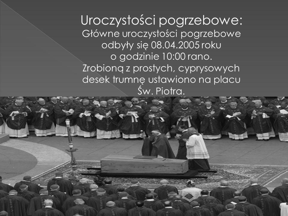 Uroczystości pogrzebowe: Główne uroczystości pogrzebowe odbyły się 08.04.2005 roku o godzinie 10:00 rano. Zrobioną z prostych, cyprysowych desek trumn