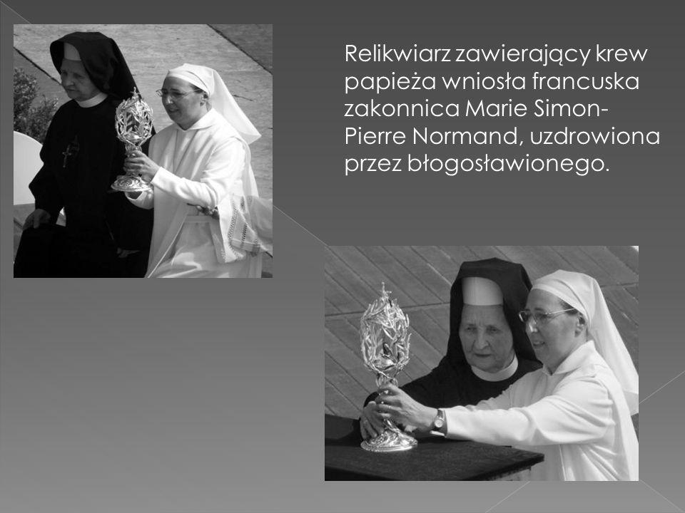 Relikwiarz Relikwiarz zawierający krew papieża wniosła francuska zakonnica Marie Simon- Pierre Normand, uzdrowiona przez błogosławionego.