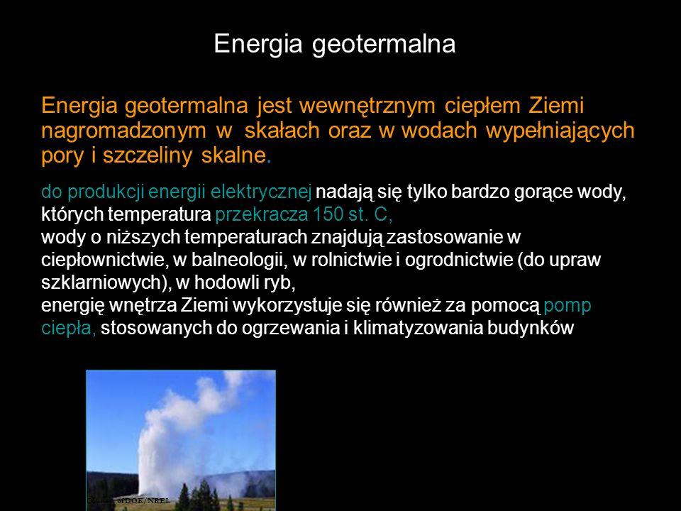 Energia geotermalna Energia geotermalna jest wewnętrznym ciepłem Ziemi nagromadzonym w skałach oraz w wodach wypełniających pory i szczeliny skalne..