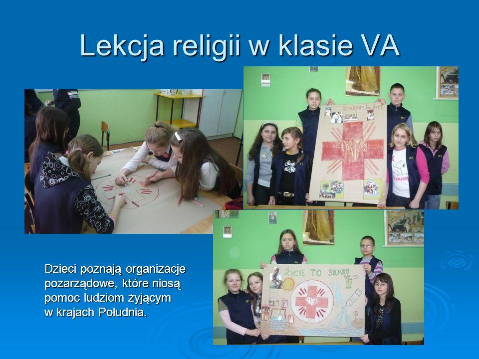 Lekcja religii w klasie VA Dzieci poznają organizacje pozarządowe, które niosą pomoc ludziom żyjącym w krajach Południa.