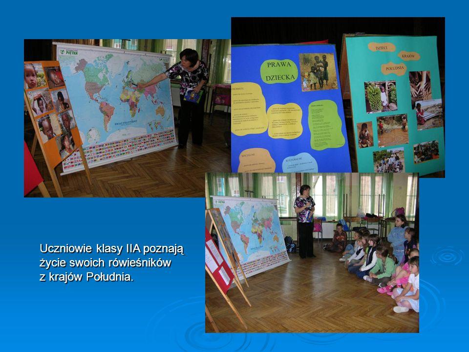 Uczniowie klasy IIA poznają życie swoich rówieśników z krajów Południa.