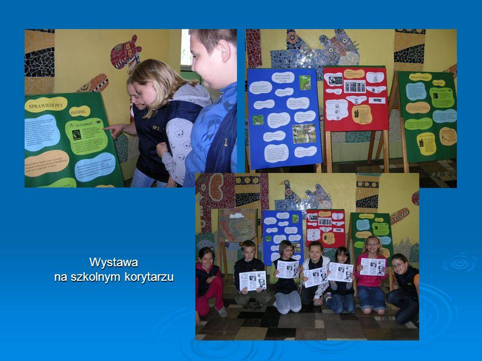 Wystawa na szkolnym korytarzu