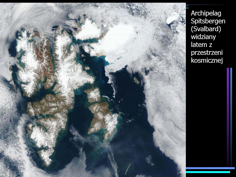 Archipelag Spitsbergen (Svalbard) widziany latem z przestrzeni kosmicznej