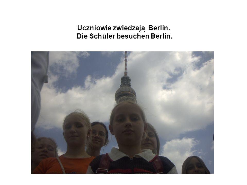 Uczniowie zwiedzają Berlin. Die Schüler besuchen Berlin.