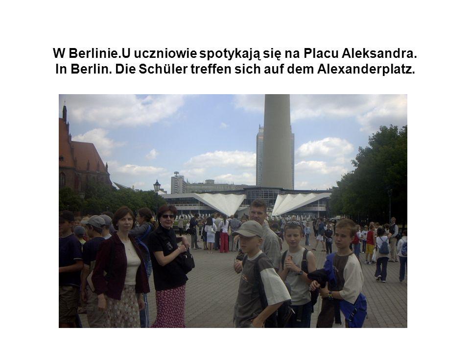 W Berlinie.U uczniowie spotykają się na Placu Aleksandra.