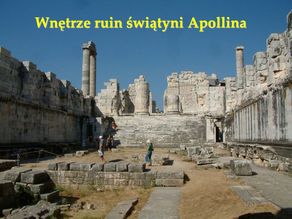 Wnętrze ruin świątyni Apollina