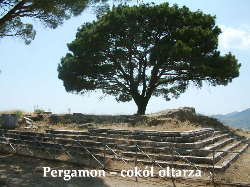Pergamon – cokół ołtarza