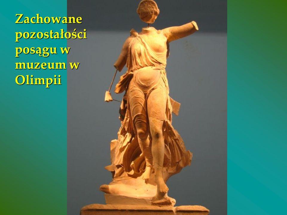 Zachowane pozostałości posągu w muzeum w Olimpii