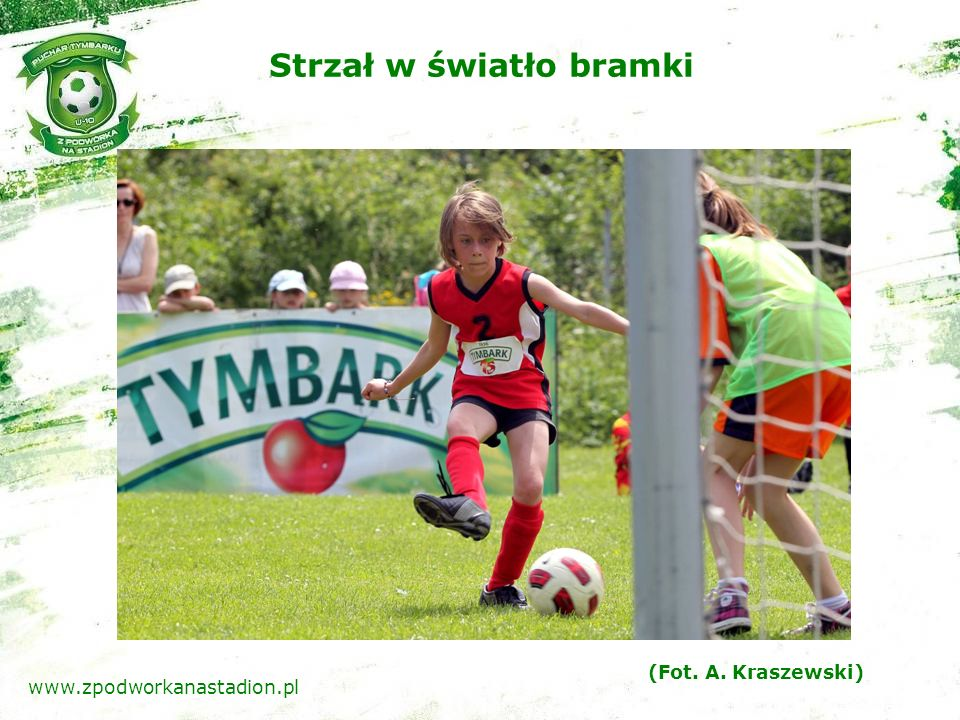 Szczęśliwi tryumfatorzy rozgrywek www.zpodworkanastadion.pl (Fot.