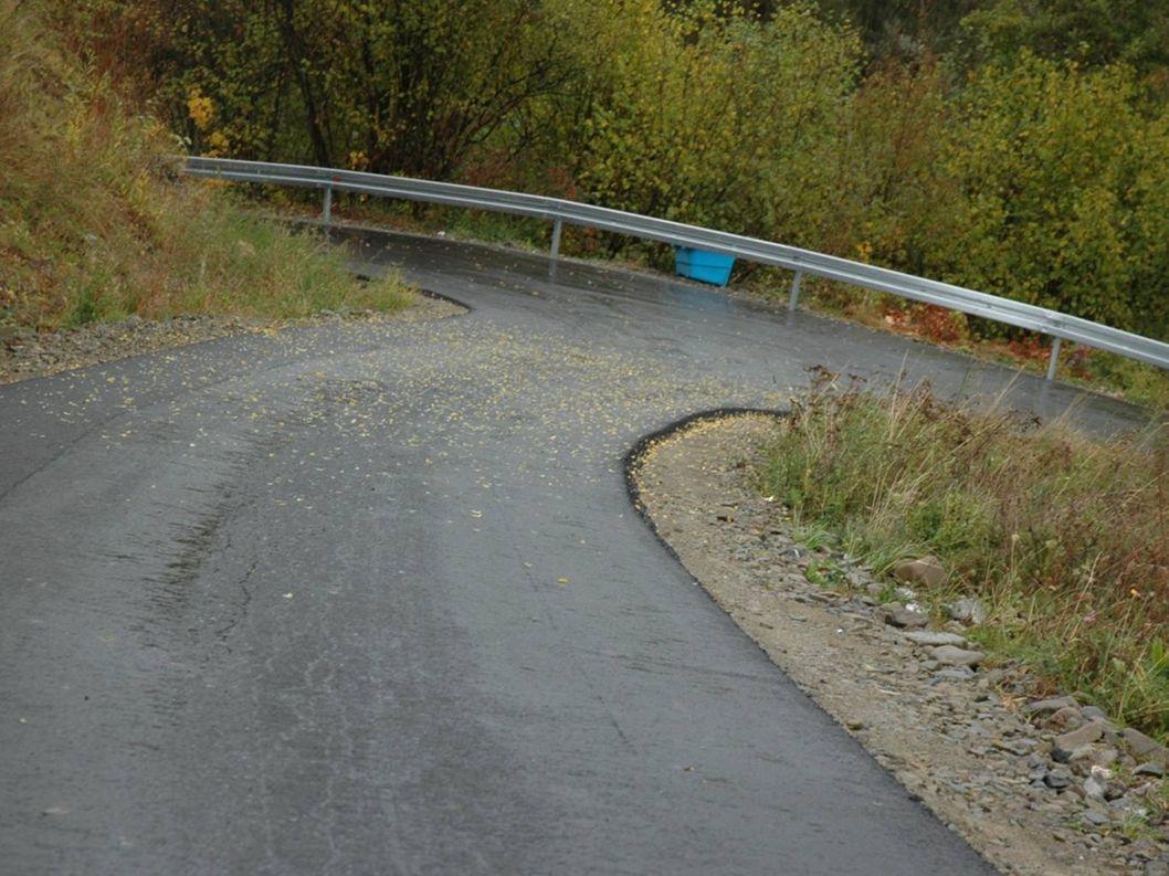 Inwestycje drogowe Środki pozyskane z budżetu państwa (Środki powodziowe) 30 000 zł Całkowity koszt : Odbudowa drogi Przysłop na odcinku 420 mb 56 962 zł