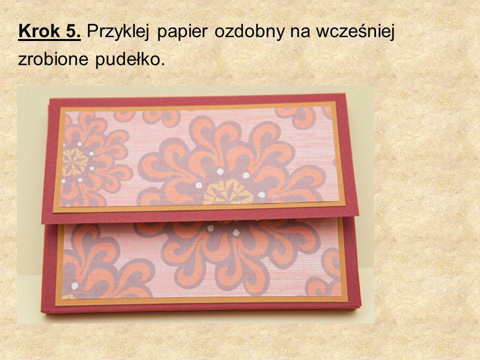 Krok 5. Przyklej papier ozdobny na wcześniej zrobione pudełko.