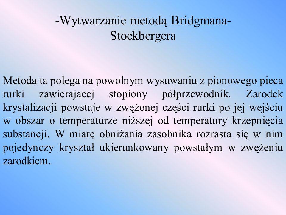 -Wytwarzanie metodą Bridgmana- Stockbergera Metoda ta polega na powolnym wysuwaniu z pionowego pieca rurki zawierającej stopiony półprzewodnik. Zarode