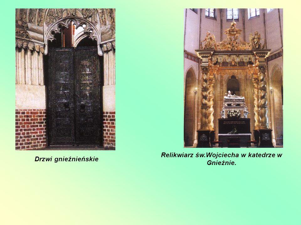 Drzwi gnieźnieńskie Relikwiarz św.Wojciecha w katedrze w Gnieźnie.