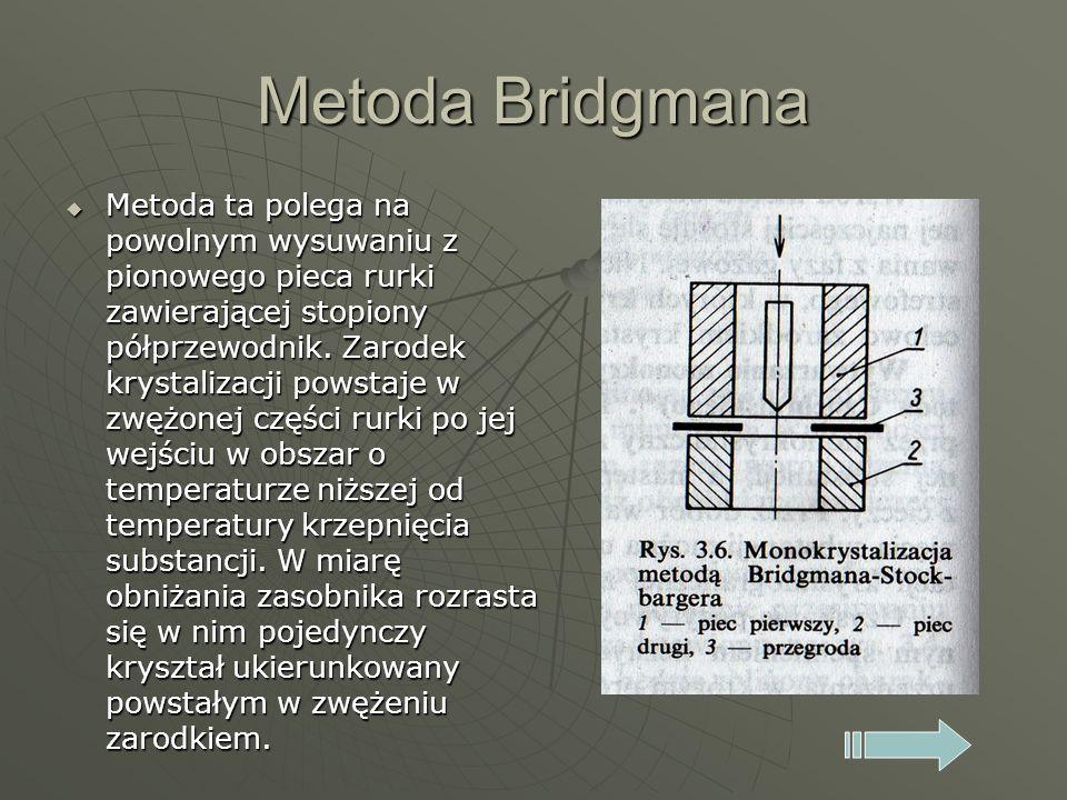 Metoda Bridgmana Metoda ta polega na powolnym wysuwaniu z pionowego pieca rurki zawierającej stopiony półprzewodnik. Zarodek krystalizacji powstaje w