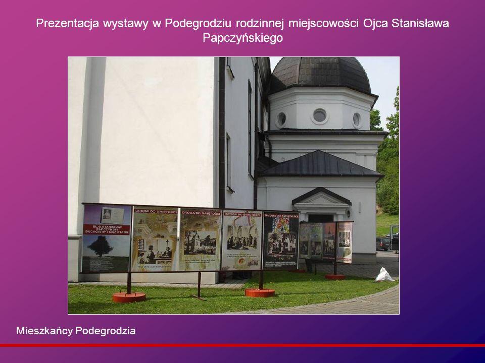 Prezentacja wystawy w Podegrodziu rodzinnej miejscowości Ojca Stanisława Papczyńskiego Mieszkańcy Podegrodzia