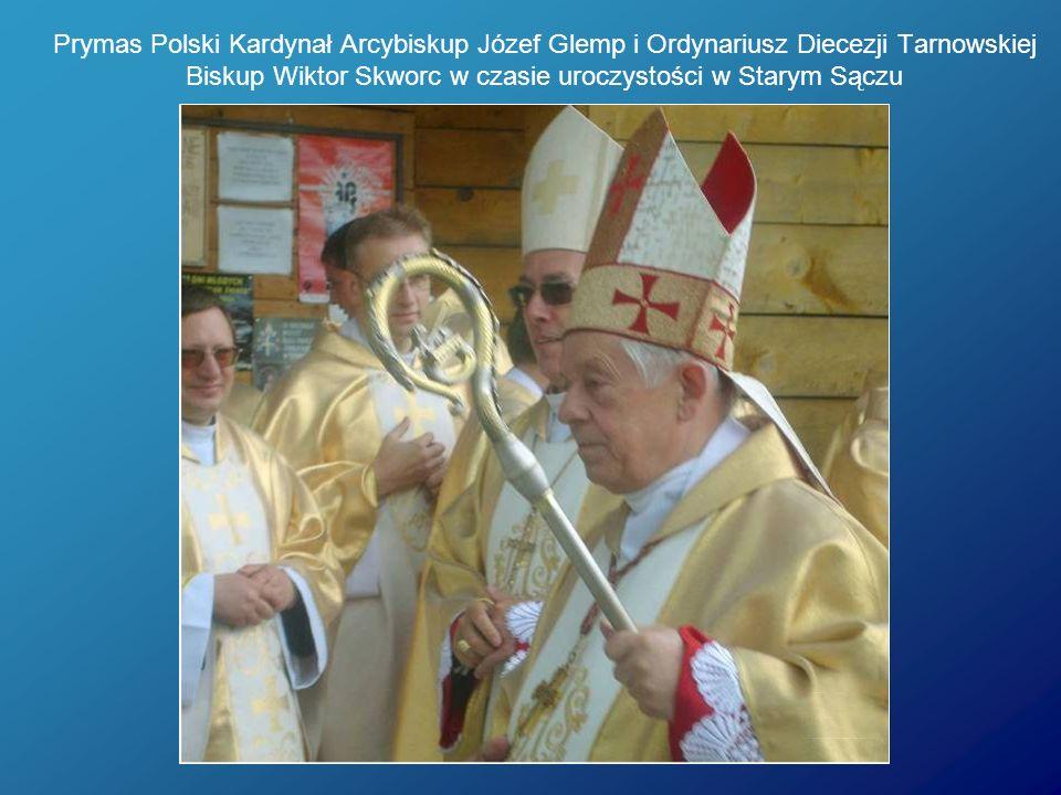 Prymas Polski Kardynał Arcybiskup Józef Glemp i Ordynariusz Diecezji Tarnowskiej Biskup Wiktor Skworc w czasie uroczystości w Starym Sączu