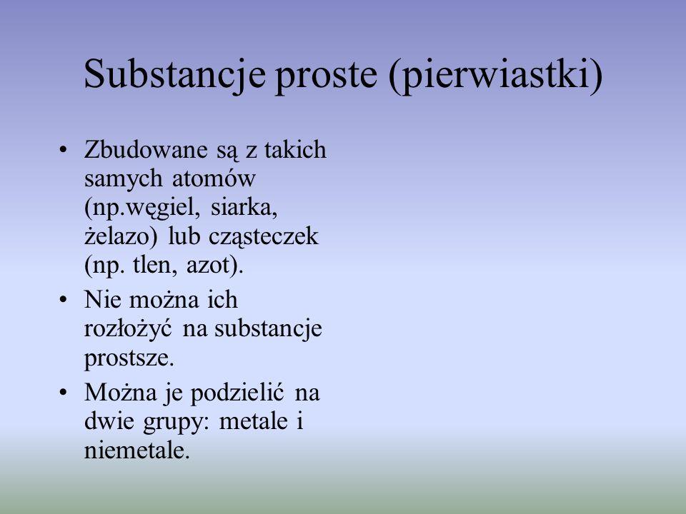 Substancje proste (pierwiastki) Zbudowane są z takich samych atomów (np.węgiel, siarka, żelazo) lub cząsteczek (np. tlen, azot). Nie można ich rozłoży