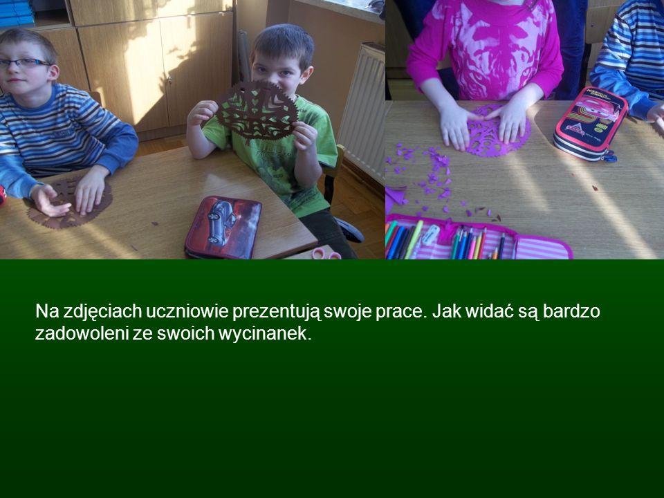 Na zdjęciach uczniowie prezentują swoje prace. Jak widać są bardzo zadowoleni ze swoich wycinanek.