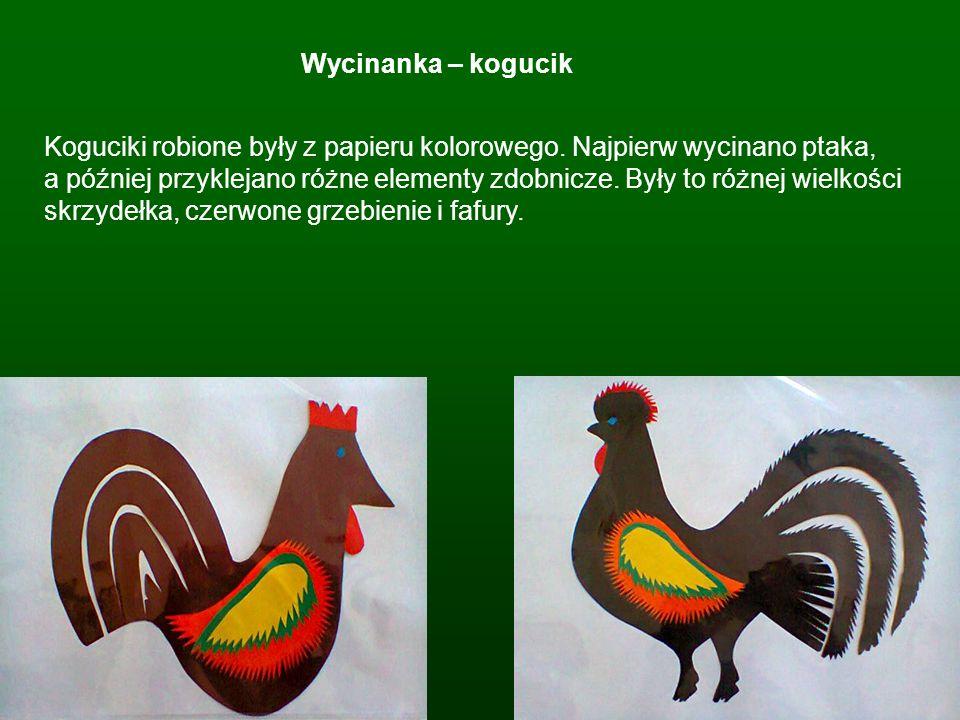 Wycinanka – kogucik Koguciki robione były z papieru kolorowego. Najpierw wycinano ptaka, a później przyklejano różne elementy zdobnicze. Były to różne