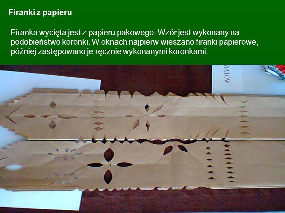 Firanki z papieru Firanka wycięta jest z papieru pakowego. Wzór jest wykonany na podobieństwo koronki. W oknach najpierw wieszano firanki papierowe, p