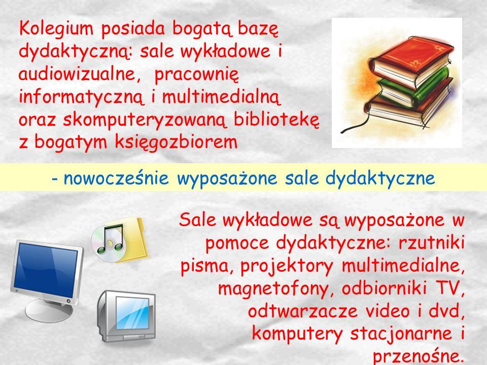 Sale wykładowe są wyposażone w pomoce dydaktyczne: rzutniki pisma, projektory multimedialne, magnetofony, odbiorniki TV, odtwarzacze video i dvd, komp