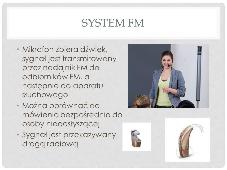 SYSTEM FM Mikrofon zbiera dźwięk, sygnał jest transmitowany przez nadajnik FM do odbiorników FM, a następnie do aparatu słuchowego Można porównać do m
