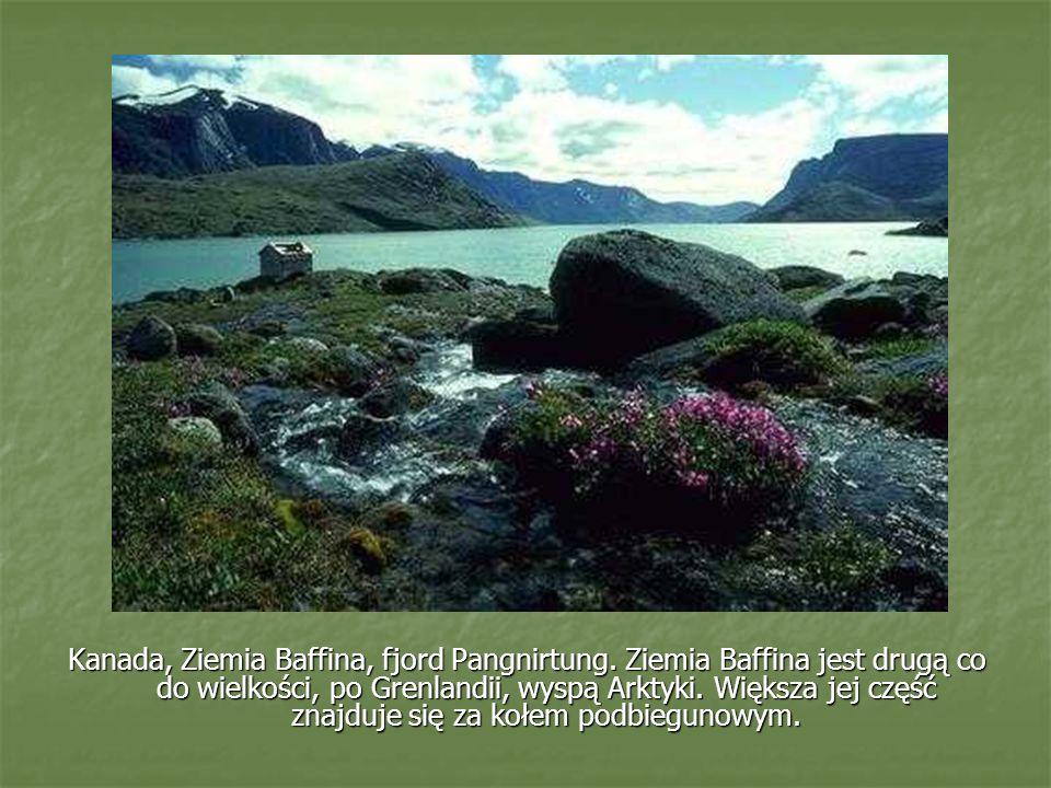 Kanada, Ziemia Baffina, fjord Pangnirtung. Ziemia Baffina jest drugą co do wielkości, po Grenlandii, wyspą Arktyki. Większa jej część znajduje się za