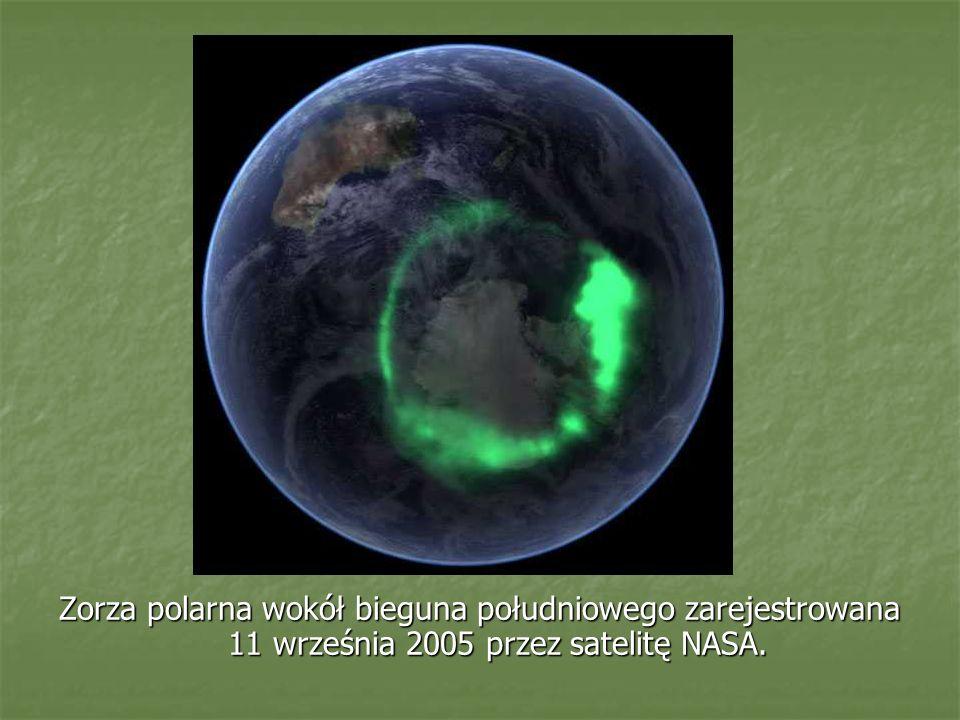 Zorza polarna wokół bieguna południowego zarejestrowana 11 września 2005 przez satelitę NASA.