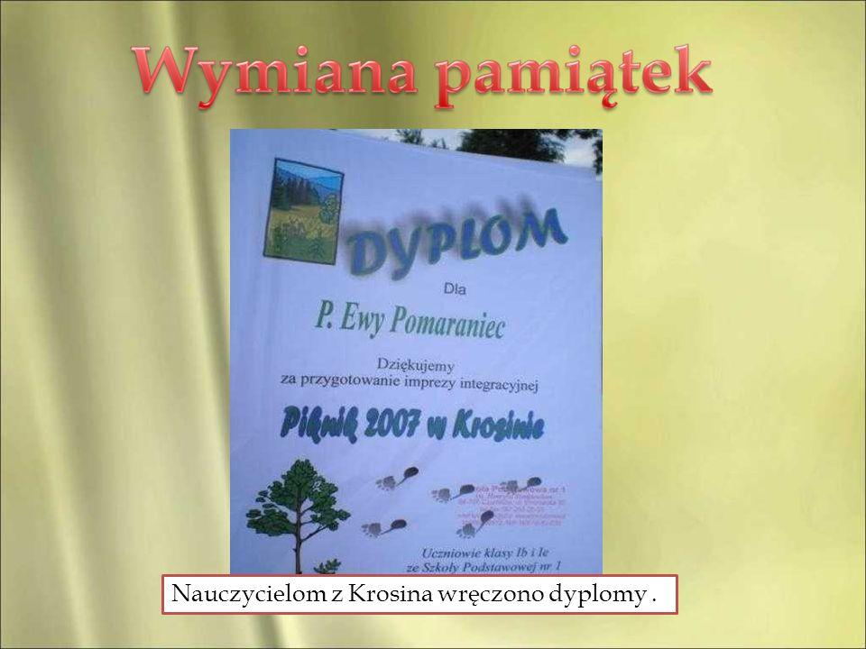 Nauczycielom z Krosina wręczono dyplomy.