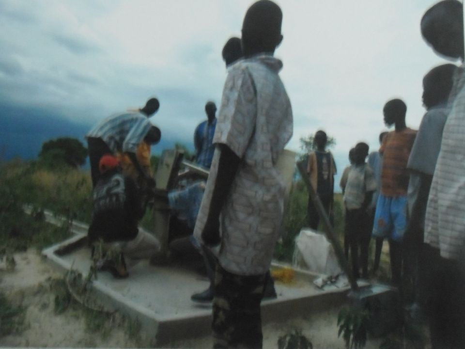 SENEGAL To prawda, że w wiejskich rejonach odsetek osób uczęszczających do szkoły jest niski, co sprawia, że Senegal znajduje się w gronie państw o słabo wykształconym społeczeństwie.