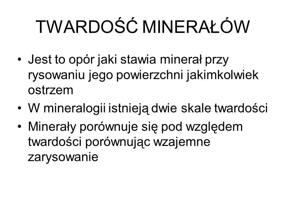 TWARDOŚĆ MINERAŁÓW Jest to opór jaki stawia minerał przy rysowaniu jego powierzchni jakimkolwiek ostrzem W mineralogii istnieją dwie skale twardości M