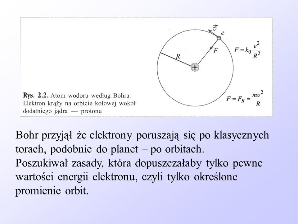 Bohr przyjął że elektrony poruszają się po klasycznych torach, podobnie do planet – po orbitach. Poszukiwał zasady, która dopuszczałaby tylko pewne wa