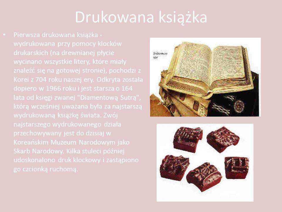 Drukowana książka Pierwsza drukowana książka - wydrukowana przy pomocy klocków drukarskich (na drewnianej płycie wycinano wszystkie litery, które miał