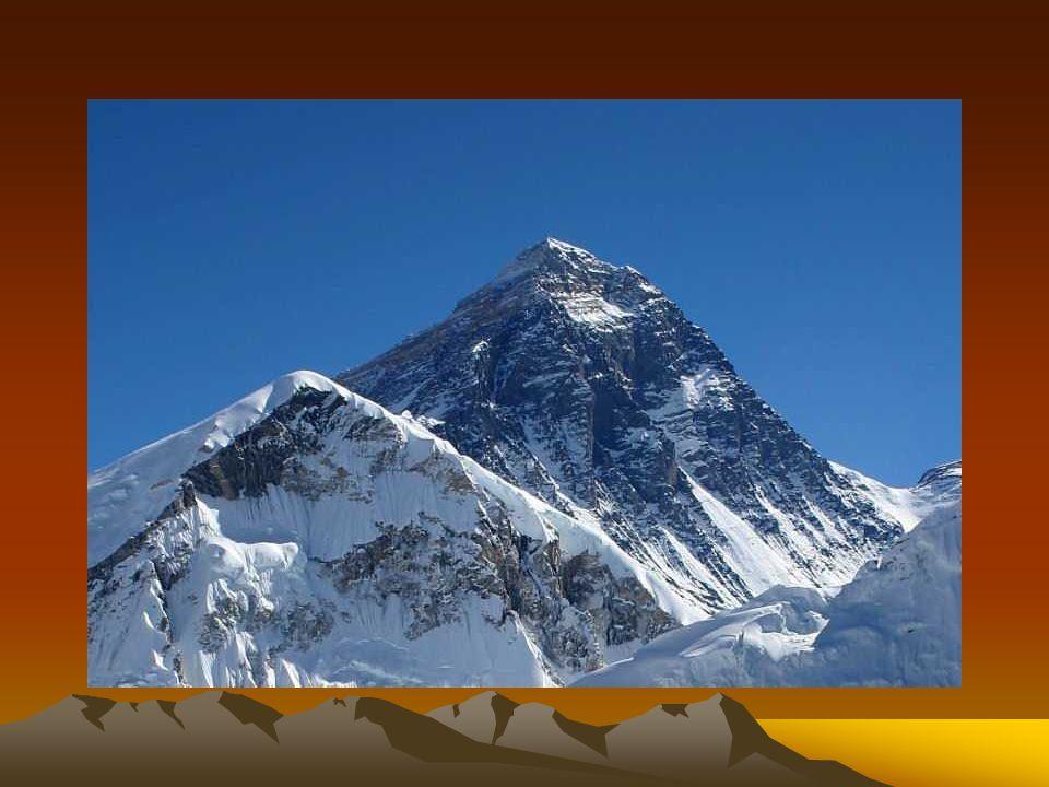 EVEREST Dla Tybetańczyków Czomolungma - Matka Bogini Ziemi , dla Nepalczyków Sagamartha - Głowa Oceanu , a dla alpinistów po prostu Mount Everest - najwyższa góra Ziemi, biegun wysokości, marzenie każdego himalaisty.