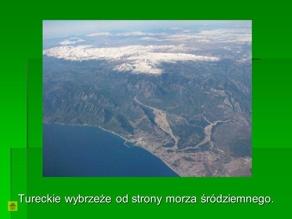 Tureckie wybrzeże od strony morza śródziemnego.