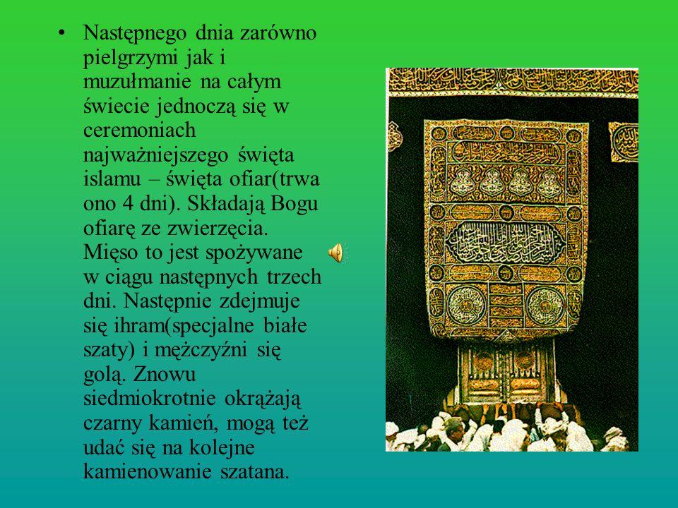 Następnego dnia zarówno pielgrzymi jak i muzułmanie na całym świecie jednoczą się w ceremoniach najważniejszego święta islamu – święta ofiar(trwa ono