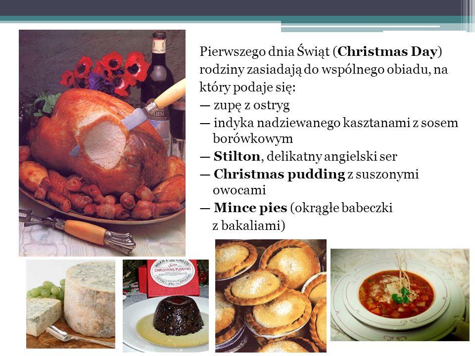 Pierwszego dnia Świąt (Christmas Day) rodziny zasiadają do wspólnego obiadu, na który podaje się: zupę z ostryg indyka nadziewanego kasztanami z sosem