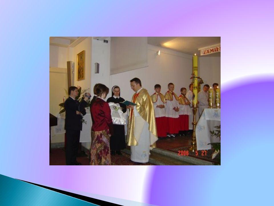 Ksiądz, który udziela sakramentu chrztu to …………………………...