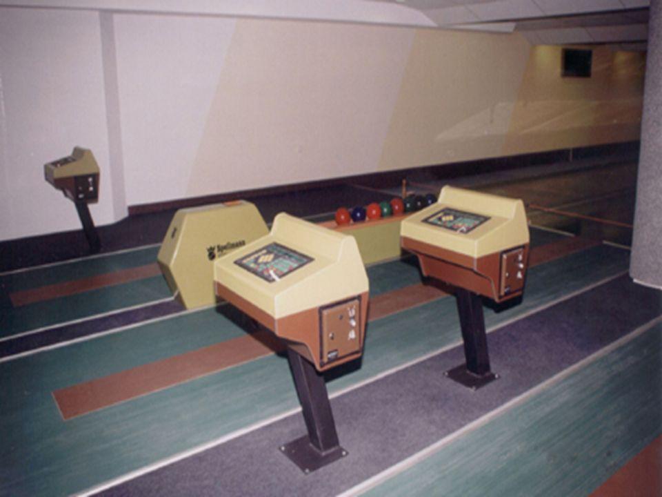 Kręgielnia Kręgielnia Dysponuje czterotorową kręgielnią, trzema stołami bilardowymi oraz sauną. Kawiarnia może przyjąć zamówienie dla 60 osób przy org
