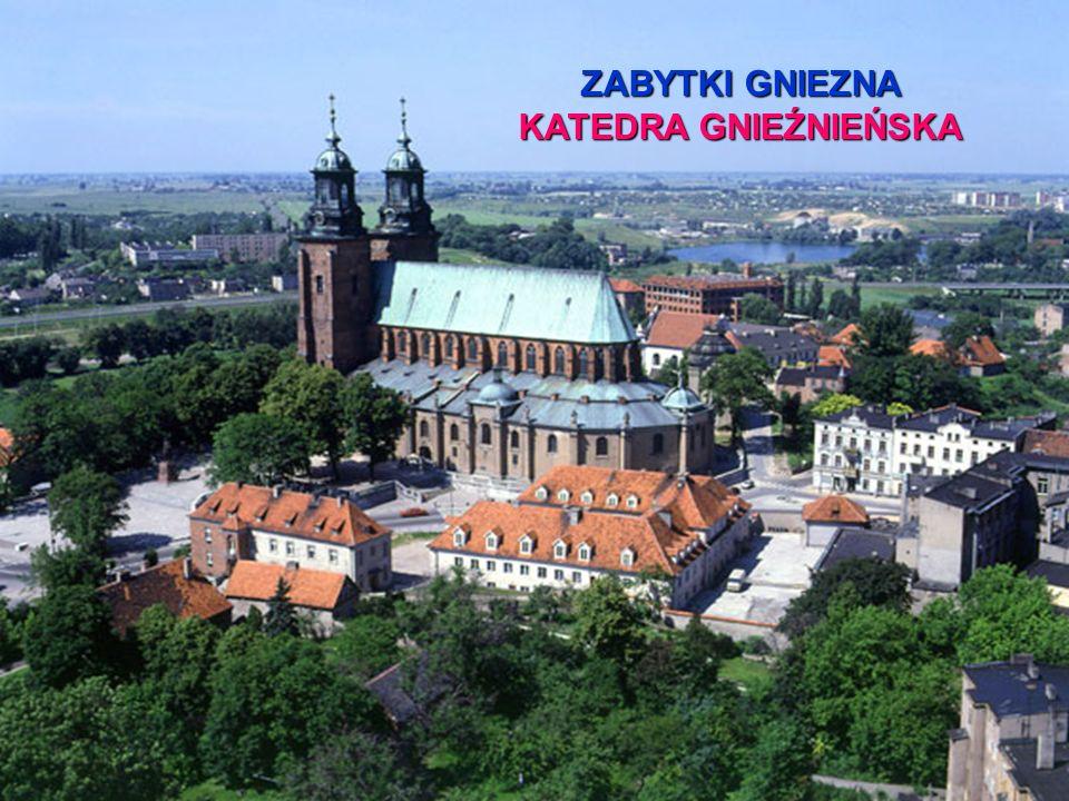 ZBIORY MUZEUM ORNATY ORNAT CZERWONY PODAROWANY KATEDRZE W 1745 r.
