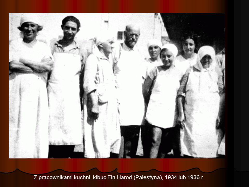 Z pracownikami kuchni, kibuc Ein Harod (Palestyna), 1934 lub 1936 r.