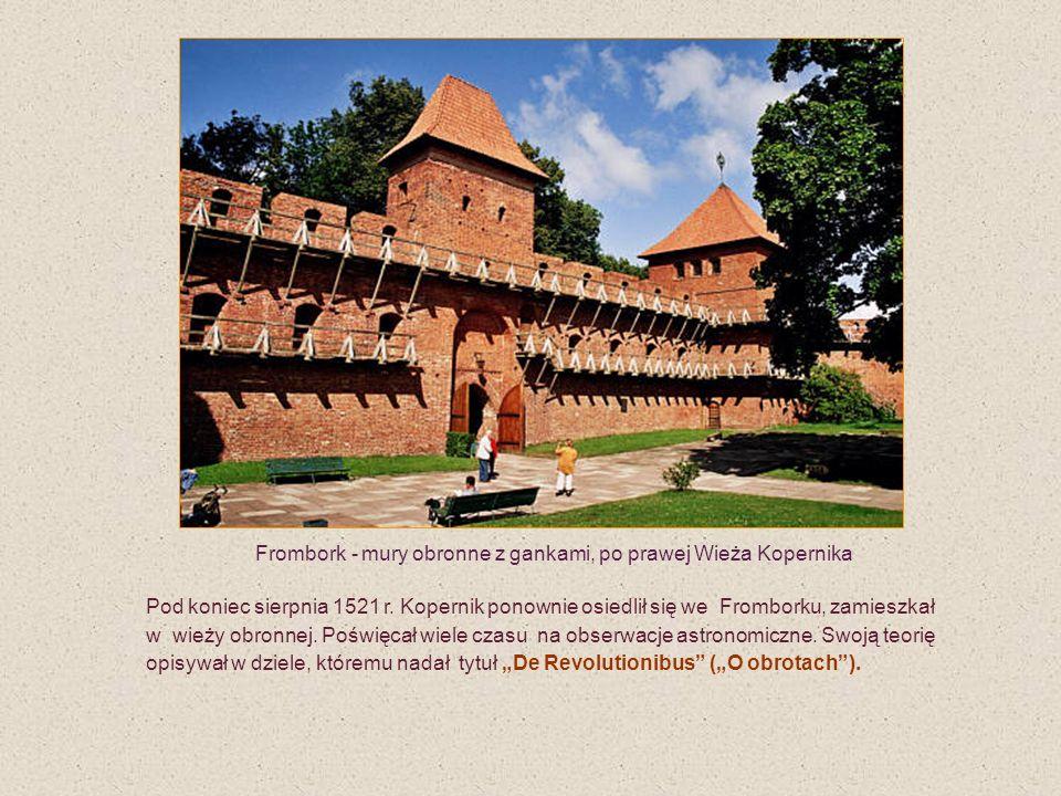 Frombork - mury obronne z gankami, po prawej Wieża Kopernika Pod koniec sierpnia 1521 r. Kopernik ponownie osiedlił się we Fromborku, zamieszkał w wie