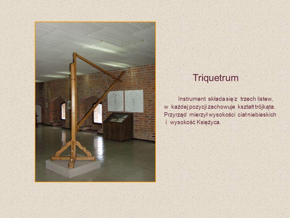 Triquetrum Instrument składa się z trzech listew, w każdej pozycji zachowuje kształt trójkąta. Przyrząd mierzył wysokości ciał niebieskich i wysokość