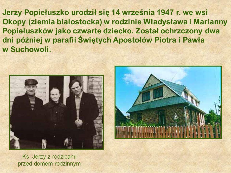 Nagrobek księdza Popiełuszki na terenie kościoła św. Stanisława Kostki w Warszawie.